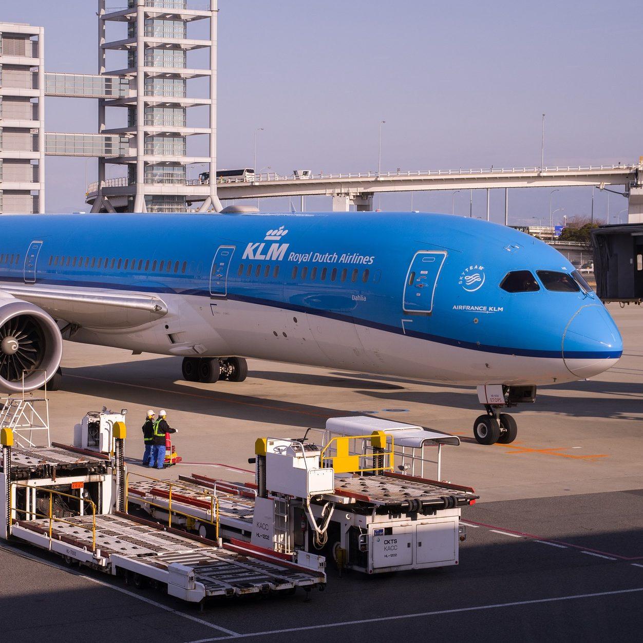 aircraft-4069660_1920